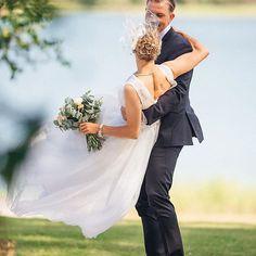 Pyörteissä. 💛 - - #weddings #weddingphotography #wedding #weddingdress #lilychristinaphotography #canon #photographer #photography #valokuvaus #valokuvaaja #muotokuvaus #muotokuva #häät2017 #häät #weddingportrait #portrait #finland #hääkuvaajat #hääkuva #bride #groom #langvikhotel http://www.langvik.fi/