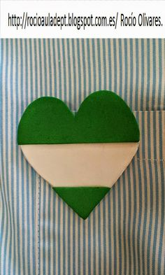 Esta semana llevaré en el babi... Un corazón con la bandera de Andalucía. Con motivo de la efeméride de esa semana, el 28 de febre... Spain Holidays, Andalusia, Seville, Malaga, Granada, Trip Planning, Kids Rugs, My Favorite Things, Science