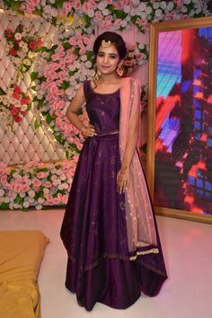 Outfit for the wedding day. Cute Girl Dresses, Stylish Dresses For Girls, Stylish Girls Photos, Stylish Girl Pic, Cute Girl Poses, Girl Photo Poses, Beautiful Girl Photo, Beautiful Girl Indian, Desi Girl Image