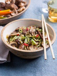 Japanse wok met courgettenoedels en biefstuk