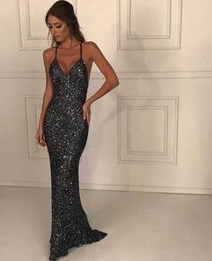 Seleção de vestidos longos com brilho: tendência para formandas e convidadas