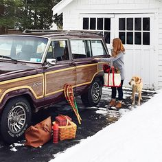 Loving those carriage style garage doors accompanied by my favorite grand Jeep wagoner Volvo, 4x4, Woody Wagon, Old Jeep, First Time Driver, Jeep Wagoneer, Us Cars, Vintage Trucks, Jeep Grand