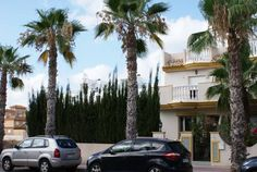Villa Cabo Roig Playas de Orihuela Set in Playas de Orihuela in the Valencia Community Region, this detached villa is 36 km from Murcia. It boasts a barbecue and a hot tub as well as free WiFi and air conditioning.  There is a dining area and a kitchen.