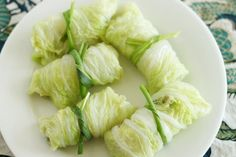 napa cabbage rolls with chili oil sauce Crock Pot Recipes, Crockpot Cabbage Recipes, Napa Cabbage Recipes, Skinny Recipes, Raw Food Recipes, Appetizer Recipes, Great Recipes, Favorite Recipes, Cabbage Salad