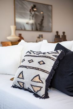 Inject style into your new home with striking geometric cushions. Perfect for making an eye-catching statement. #interiordesign #livingroom #lounge #familyroom #geometriccushions #kaitemakoplan #generationhomesnz Geometric Cushions, Bedroom House Plans, Home Interior Design, Family Room, New Homes, Lounge, Throw Pillows, Trends, Eye