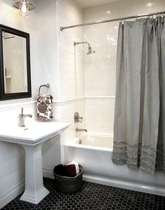 Gorgeous Black And White Subway Tiles Bathroom Design - Onechitecture Bathroom Tile Designs, Bathroom Renos, Bathroom Ideas, Budget Bathroom, Bad Inspiration, Bathroom Inspiration, White Subway Tile Bathroom, Navy Bathroom, Tile For Small Bathroom