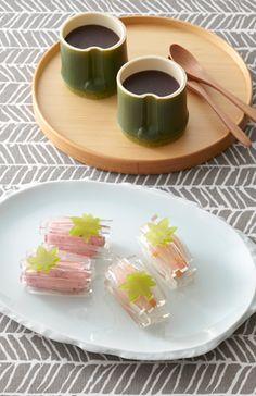Japanese Wagashi Sweets and tea Japanese Treats, Japanese Food Art, Japanese Cake, Japanese Dishes, Japanese Desserts, Desserts Japonais, Japanese Wagashi, Japanese Tea Ceremony, Cute Food