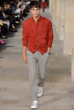 Hermes 2013 Spring/Summer Collection: A testament that luxurious fashion does not necessarily need to come at the hand of outrageously Hermes, Fashion Show, Mens Fashion, Paris Fashion, Fashion Guide, Street Fashion, Mens Trends, Summer Collection, Gq