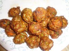 Υλικά  2 φλασκες μελιτζανες ψημενες στον φουρνο και μετα ψιλοκομμενες  2 κολοκυθακια τριμμενα αποβραδις στο ρεντε  3 πατατες περασμενες στο ψιλο τριφτη  1 κρεμμυδι  2 ντοματες στο μουλτι  μαιντανο  αλατι και λιγο πιπερι    Εκτελεση  ολα τα λαχανικα τα ετριψα και τα αφησα να βγαλουν