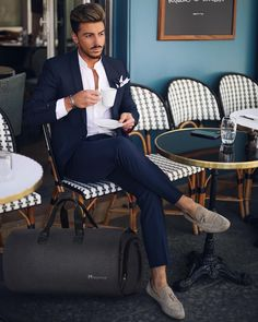 8 Excellent Mens Business Casual Fashion Tips! Nas Kobby Studios is part of Mens fashion business casual - Is your mens business casual fashion out of control It doesn't matter your sense of style, you should always know in advance how to put together […] Business Casual Men, Men Casual, Smart Casual, Casual Menswear, Casual Styles, Casual Winter, Casual Summer, Men's Business Outfits, Business Fashion