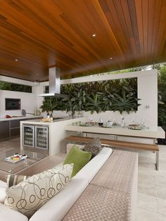 Modern alfresco dining decor idea - This stylish garden dining area has a lush living wall while the roof shelters the outdoor kitchen - Outdoor Kitchen Patio, Outdoor Pergola, Outdoor Kitchen Design, Outdoor Areas, Outdoor Dining, Dining Area, Outdoor Decor, Dining Decor, Outdoor Barbeque Area