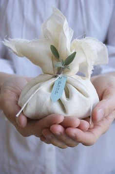 DIY Almond Favors via Project Wedding Ramadan Gifts, Scented Sachets, Candle Packaging, Fabric Gifts, Party Favor Bags, Inspirational Gifts, Diy Gifts, Sewing Crafts, Wedding Gifts