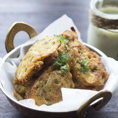Bhaji de cebollas con salsa de yogur a la menta. Receta india con Thermomix