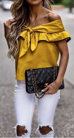 Off-The-Shoulder top chanel bag blusas de moda, moda blusas Mode Chic, Mode Style, Look Fashion, Fashion Outfits, Womens Fashion, Fashion Trends, Zara Fashion, Summer Outfits, Casual Outfits