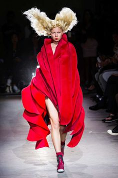 Comme des Garçons at Paris Fashion Week Spring 2015 Fashion Week, Runway Fashion, Fashion Art, High Fashion, Fashion Show, Fashion Outfits, Fashion Design, Paris Fashion, Fashion Moda