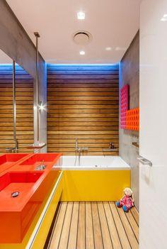 Vidám színű fürdőszoba gyerekeknek - fürdő / WC ötletek