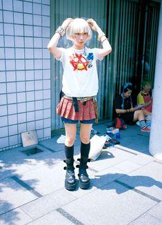 eBook-FRUiTS magazine No.014 Japan Street Fashion, Fashion 90s, Tokyo Fashion, Harajuku Fashion, Fashion Outfits, Grunge Outfits, Fashion Styles, Alternative Outfits, Alternative Mode