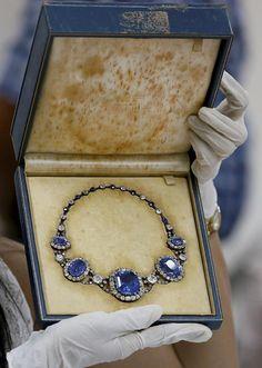 La fabulosa y excéntrica colección de joyas de Imelda Marcos, valorada en unos 8 millones de euros, sale a la luz - Foto 10