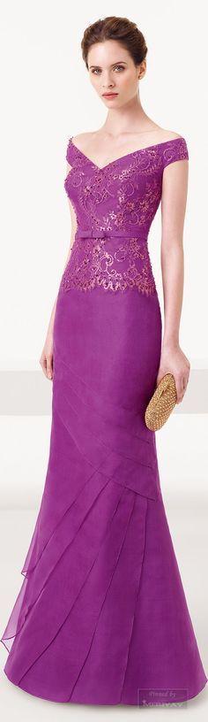 Vestido de gala color bugambilia.
