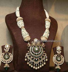 Victorian Necklace by Mujtaba Jewellers #GoldJewelleryDesignBridal