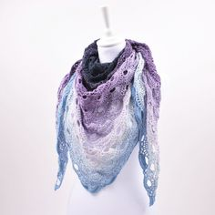 """Gå våren till möte med denna vackra virus sjal. Den är virkad i Twister, som är ett läckert och mjukt """"cake-garn""""."""