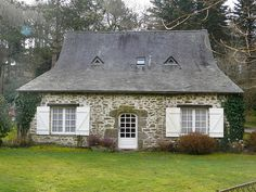 /\ /\ . French cottage
