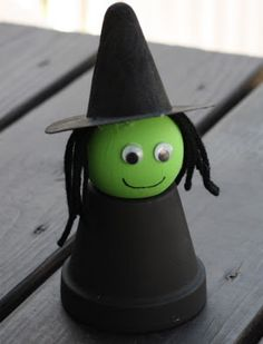 Learn how to make a cool witch out of a flower pot for an easy Halloween kids'€™ craft!