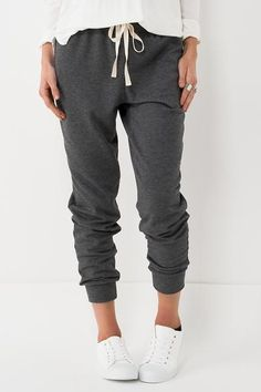 Who doesn't like super soft comfortable sweats? These pants feature a cream cinch waist drawstring and hem ankles. Hand wash cold, line dry. Cute Outfits With Jeans, Cute Outfits For School, Lazy Outfits, Sport Outfits, Casual Outfits, Girly Outfits, Sweatpants Outfit, Look Girl, Girl Fashion