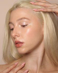 Minimalist Makeup, Cover Fx, Soft Makeup, Clean Beauty, Sunlight, Beams, Light Bulb, Glow, Make Up