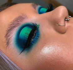 Teal Makeup, Edgy Makeup, Makeup Eye Looks, Colorful Eye Makeup, Eye Makeup Art, Scary Makeup, Makeup Goals, Pretty Makeup, Eyeshadow Makeup