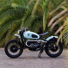 Normally, I tend to look twice whenever anything in baby blue catches my eye. This time, only one glance was needed when I spotted this uber cool vintage boxer while browsing through @dropmoto's gallery. Just look at this killer 65' BMW R50 by @caferacersspirit! Look at it! Damnit, just look at it! 📸 @fredyatb 🚀😍🚀