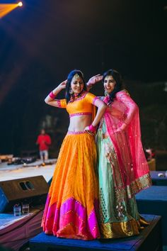 indian wedding photography poses bride and groom pdf Indian Wedding Photography Poses, Indian Wedding Photos, Wedding Poses, Wedding Pictures, Wedding Stills, Wedding Couples, Bride Sister, Sister Wedding, Desi Wedding