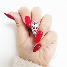 """Polubienia: 2,240, komentarze: 32 – Patrycja Kierońska (@patabloguje) na Instagramie: """"Mam lato na paznokciach!  @semilac ma tyle pięknych wakacyjnych kolorów, że nigdy nie mogę się…"""""""
