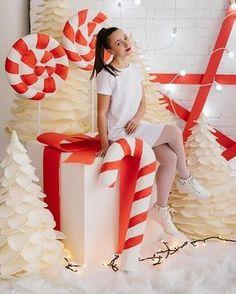 Олеся Эйхман Christmas Photo Booth, Christmas Backdrops, Candy Christmas Decorations, Christmas Themes, Christmas Crafts, Cottage Christmas, Christmas Minis, Christmas Candy, Christmas Pictures