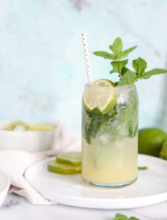 Combined cocktails are making a huge impact in the bar world! mojito margaritas I howsweeteats.com