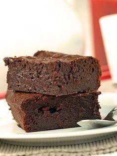 Bardzo czekoladowe ciasto (brownie) z czekoladą - MniamMniam.pl