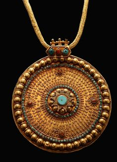 Turquoise, Coral, and Gold pendant from 13th-16th century.  Can I have a copy to wear now? Would be perfect with a black turtleneck, some jeans and my best black boots.  Gorgeous color.