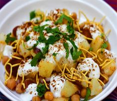 Papri Chaat (Savoury Yogurt Snack) Chaats are a very popular dish as it takes great and is very quick to make. Papri Chaat Recipe, Papdi Chaat, Yogurt Recipes, Snack Recipes, Cooking Recipes, Indian Snacks, Indian Food Recipes, Paneer Pakora, Sweet Chilli Sauce