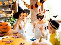 Festlekar till nyårsfest - Fira fest Halloween Cans, Halloween Party Games, Halloween Celebration, Halloween Snacks, Spirit Halloween, Halloween Decorations, Crafts Out Of Pallets, Celtic Festival, Bobbing For Apples
