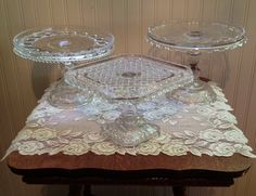 vintage cake stands Cake Platter, Vintage Cake Stands, Cream Tea, Chocolate Cups, Tea Parties, Teacups, Serving Dishes, Old And New, Tea Time