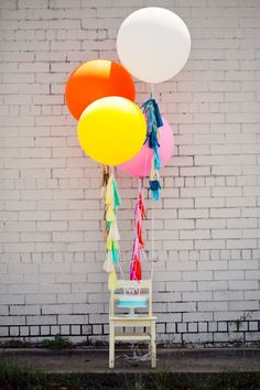 One of our favorite party decor items right now: the over-sized balloons with tassels! #socialcircus
