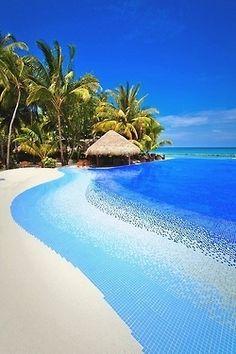 Beautiful Islands Around the World (Part 1 10 Pics) , Kuramathi Island, Maldives.