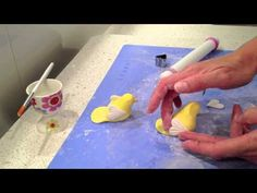 How to make a simple fondant bird