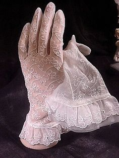 Vintage White Sheer Embroidered Shortie Gloves.