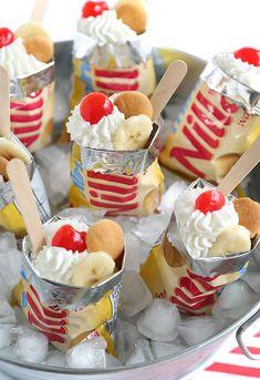 Totally Portable Banana Pudding in a Sack! Totally Portable Banana Pudding in a Sack! Yummy Treats, Sweet Treats, Yummy Food, Köstliche Desserts, Dessert Recipes, Wedding Desserts, Plated Desserts, Taco Dessert, Strawberry Desserts