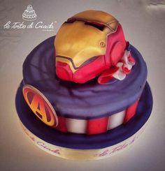 Torta Super Eroi Iron Man   L'interno delle torte e' con morbido pan di spagna , bagna NON alcolica , creme a piacere e sottile pasta di zucchero ( 1 mm)  il prezzo viene calcolato a porzione e decorazione  www.tortedigiada.com