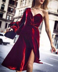 Trend Alert: If You Want to Look Chic This Winter, Then You Must Wear a Velvet Dress - Vestidos dress vintage dress aesthetic dress Sexy Dresses, Dress Outfits, Evening Dresses, Dresses With Sleeves, Fashion Outfits, Prom Dresses, Skater Outfits, Elegant Dresses, Skater Dresses