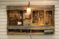 Jewelry organizer from pallets
