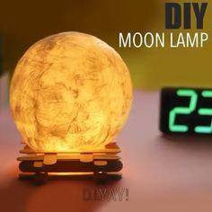 DIY Lamp Ideas 3 lamps made with a glue gun. Diy Room Decor Videos, Diy Crafts For Home Decor, Diy Crafts Hacks, Diy Crafts Videos, Diy Videos, Creative Crafts, Fun Crafts, Glue Gun Crafts, Paper Flowers Diy