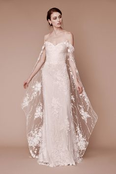 Tadashi Shoji Fall 2019 Bridal Collection - Vogue  weddingdressesideasilike  Matrimoni Pizzo 90b12f34f83